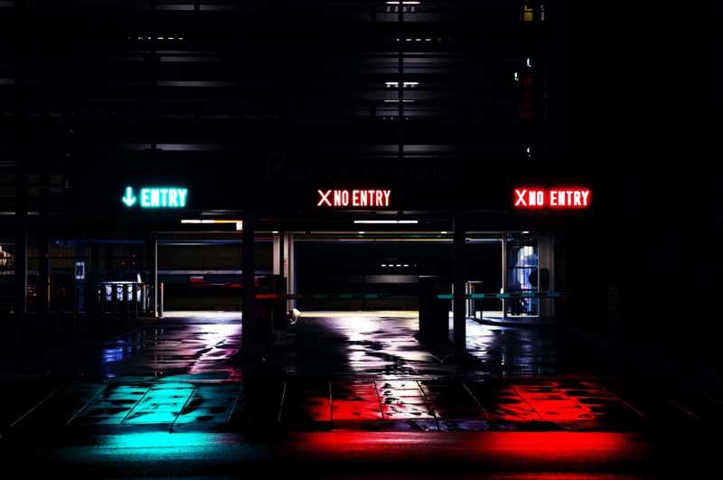 Letisková hala v noci